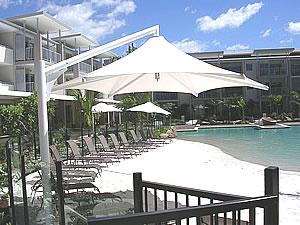 shade structure cantilever umbrella
